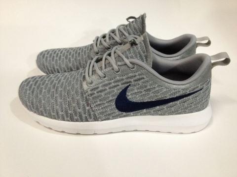 Ibgee Chaussures Pas Nike Cher Nike Roshe Run Vert Blanc Nike Pas Roshe Run 182e5b